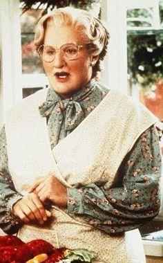 Mrs Doubtfire Robin Williams - by Chris Columbus Mrs Doubtfire Movie, Madame Doubtfire, Mrs Doubtfire Quotes, Robin Williams Death, Robin Williams Movies, Celebrity Pictures, Celebrity News, Mara Wilson, Back In The 90s