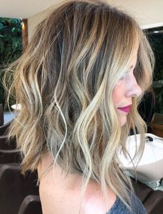 Hair Highlights Color Trends : Tousled Wavy Lob With Balayage Highlights Brown Blonde Hair, Medium Blonde Bob, Mid Length Blonde Hair, Long Length Hair, Short Blonde, Blonde Brunette, Medium Hair Cuts, Medium Length Cuts, Everyday Hairstyles