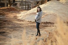 www.frostedproductions.com | #utah #photographer #maternity #photography #ideas #cute #pregnancy #outfit