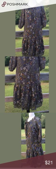 "Gap Floral  Keyhole Neck Ruffle  3/4 Sleeves  M Women's Gap Floral Dress Keyhole Neck Ruffle Lined 3/4 Sleeves Medium Fall Color. excellent   condition Bust 34""/Waist 36""/Hips 38""/Length 37"" 109% cotton smoke free pet free shop. pictures taken on photo prop fabric. inventory L GAP Dresses Midi"