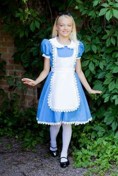 Discover our huge selection of unique Alice in Wonderland Costumes. We have everything for kids and adults to go through the looking glass this Halloween. Dress in an Alice costume, become the Mad Hatter, the Queen of Hearts, or even the White Rabbit. Cute Halloween Costumes For Teens, Halloween Mode, Costumes For Teenage Girl, Themed Halloween Costumes, Halloween Fashion, Girl Costumes, Costumes For Women, Blue Costumes, Disney Cosplay