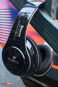 OEM Casti Bluetooth Sport in oferta Supermisto. Wireless Headphones, Beats Headphones, Over Ear Headphones, Bluetooth, Gadgets, Audio, Sports, Hs Sports, Sport