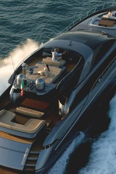 Check out this luxury boat This is one yacht Yacht Design, Boat Design, Love Boat, Yacht Boat, Super Yachts, Speed Boats, Motor Boats, Tall Ships, Boat Building