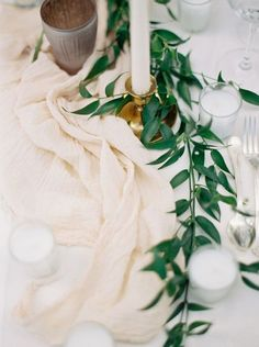 17 On-Trend Floral Arrangements for Minimalist Weddings via Brit + Co