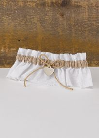 For your rustic themed wedding, this antique-looking wedding garter is that extra touch of detail that will complete your day. Style DBK20525. #davidsbridal #rusticwedding #garter