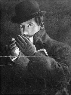 Puccini.  Giacomo Antonio Domenico Michele Secondo Maria Puccini, (Lucca, 22 de diciembre de 1858 - Bruselas, 29 de noviembre de 1924) fue un compositor italiano de ópera, considerado entre los más grandes, de fines del siglo XIX y principios del XX. Nació en Lucca, localidad toscana.