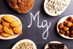 Magnesium is an essential mineral that is used by every organ in the human body. Magnesium contributes to energy production and activates enzymes. Magnesium is found in many different foods, including green vegetables and whole grains. Magnesium Benefits, Magnesium Supplements, Foods For Migraines, La Constipation, Natural Sleep Aids, Acne Causes, Homemade Skin Care, Acne Remedies, Pregnancy Health