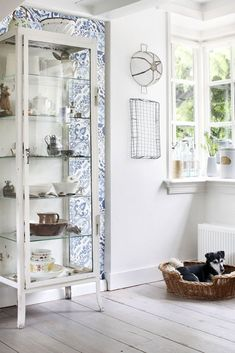 148636 - Non-woven wallpaper with tiles ornament design in white by World Wide Walls of the collection Cabana. Beach Furniture, Shabby Chic Furniture, Home Furniture, Wood Effect Wallpaper, Mosaic Wallpaper, Shabby Chic Dining, Blue Tiles, Trendy Wallpaper, Table And Chairs