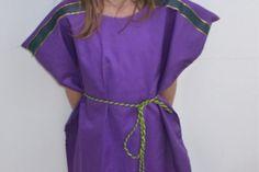 A simple but stunning and regal costume for a king/wise man in the nativity play. This costume is quick and easy to make. You can decorate and customise it as you wish. Here are the instructions for the no-sew king nativity costume.