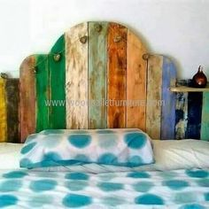 DIY Ideas for Pallet Furniture Projects and Plans. on Wood Pallet Furniture… Wooden Pallet Beds, Wooden Pallet Projects, Pallet Crafts, Pallet Furniture Designs, Pallet Patio Furniture, Furniture Projects, Diy Furniture Building, Pallet Painting, Headboards For Beds