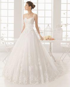 Vestido bordado pedreria y tul en color natural. Vestido bordado predreria y tul en color blanco.