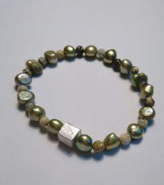 Armband edelstenen, parels en zilveren kubus. van Atelier925 op DaWanda.com