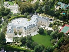 Most expensive homes in America - Business Insider Billionaire Homes, Beverly Hills Mansion, Huge Houses, Amazing Houses, Mega Mansions, Luxury Mansions, Rich Home, Modern Mansion, Expensive Houses