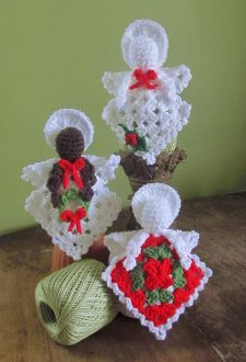 Transcendent Crochet a Solid Granny Square Ideas. Inconceivable Crochet a Solid Granny Square Ideas. Thread Crochet, Crochet Granny, Crochet Crafts, Yarn Crafts, Crochet Projects, Free Crochet, Easy Crochet, Crochet Christmas Ornaments, Christmas Crochet Patterns