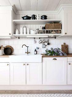 White Kitchen 20 Deco Concepts to Encourage Kitchen Concepts Old Kitchen Tables, Kitchen Shelves, Rustic Kitchen, Kitchen Decor, Kitchen Cabinets, Kitchen White, Grey Interior Design, Swedish House, Küchen Design