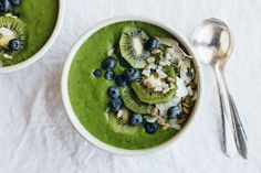 Clean Green Smoothie Bowl Recipe Beverages with spinach, coconut water, bananas, avocado, kiwi fruits, blueberries, coconut flakes, sunflower seeds