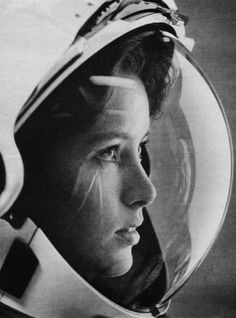 """Happy birthday to one of NASA's oldest active astronauts - Anna Fisher. """" """"Anna Lee Tingle Fisher is an American chemist and a NASA astronaut. Formerly married to fellow astronaut Bill Fisher, and the. Anna Fisher, Plakat Design, Gig Poster, Portraits, To Infinity And Beyond, Photos Of Women, Women In History, Life Magazine, Black And White"""