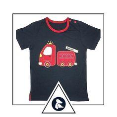 """Blusa """"O caminhãozinho vermelho dos bombeiros"""". Compre em www.azulparameninas.com.br . Porque precisamos ensinar aos pequenos a admirar verdadeiros heróis... .  Frete Grátis! Embalada para presente sem custo adicional! .  #azulparameninas #roupasinfantis #roupascriativas #childrenclothes #creativeclothes #bombeiros"""