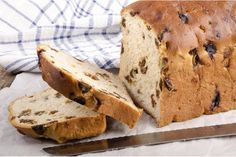 Who doesn't love a nice hot slice of raisin toast with butter? It's easier to make than you might think. Wine Recipes, Bread Recipes, Cooking Recipes, Healthy Recipes, Raisin Bread, Banana Bread, Lactose Free Recipes, Plum Cake, Snacks