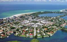 St. Armands Circle on Siesta Key, Florida. Most favorite place to shop and enjoy night life.