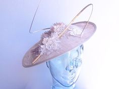 Pear Drop Biscotti Nude Hatinator available to buy online or in store at Hadleigh Hats in Essex. https://www.hadleighhats.co.uk/biscotti-nude-saucer-silk-flowers-lace-canes-gold-wedding-ascot-occasion-races-ladies-day-mother-of-the-bride-groom-hatinator?search=pear%20drop #hatinator #bespokehatinator #wedding #ascot #ladiesday #motherofthebridehatinator