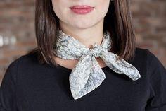 Nowości w naszym sklepie ! Mała, elegancka apaszka z jedwabiu - idealna na prezent ♥ Silk scarves from India - large selection of designs - perfect for gift / Seidentücher aus Indien - große Auswahl an Designs - ideal für Geschenk #boho #bohostreetwear #silk #design #girl #perfectgift #geschenk #ethno #hippie #bohemian #seidenschal #orient