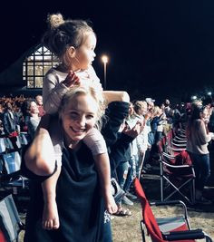 Candice King with her daughter Florence King at concert to see her husband performance on August 21 in Lancaster and on September 2018 in Freeport, Maine. Vampire Diaries, Florence King, Kayla Ewell, Real Life, Candice King, Candice Accola, Caroline Forbes, Delena, The Cw