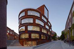 Construído na 2015 na Estocolmo, Suécia. Imagens do Åke E:son Lindman. O terrenono campus KTH, com o seu contexto cultural e histórico muito concreto e suas limitações físicas, poderia ser descrito como o oposto de uma...