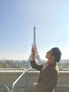 BTS's V (Taehyung) sharing his photos with he rest of BTS in Paris, France before they head to Seoul, South Korea Bts Taehyung, Jhope, Jimin, Vlive Bts, Bts Kim, Bts Bangtan Boy, Taehyung Gucci, Daegu, K Pop