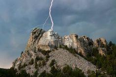 foudre éclairs orage sur les monuments célèbres, Mont Rushmore