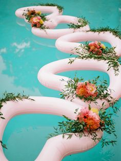 How stinkin' cute are these heart-shaped floaties laden with petals from a wedding planned by California-based designer Just count us eternally smitten by this fun vibrant detail! Floating Pool Decorations, Pool Wedding Decorations, Rustic Wedding Centerpieces, Weding Decoration, Prom Decor, Wedding Chairs, Wedding Seating, Floating Flowers, Pool Floats
