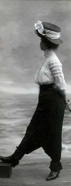 """Jupe Pantalon"".Early 1910s."