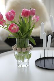 k o t i p o r s t u a: DIY - PUUHELMIVALAISIMET keittiöön & ripaus puunväriä sisustukseen Glass Vase, Plants, Diy, Home Decor, House, Decoration Home, Bricolage, Room Decor, Home