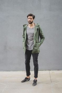 How to wear: olive lightweight parka, grey crew-neck sweater, black jeans, black low top sneakers Mens Dark Jeans, Black Jeans, Dark Jeans Outfit, Pants Outfit, Sneakers Outfit Men, Nike Sneakers, Sneakers Style, Brown Sneakers, Casual Sneakers