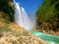 Cascada de Tamul. Mexico