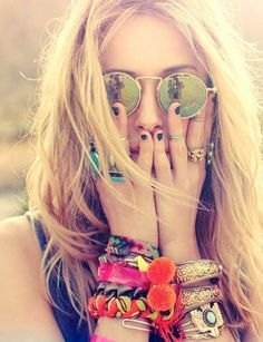 Love the layered bracelets, multiple rings and retro glasses.