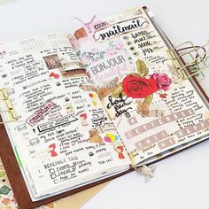 Vintage and florals #youtube #timelapse #video is now up! Pop on over to youtube to see how this week's #midoritravelersnotebook spread came to life! Link on bio ☝ . . . #plannersociety #plannercommunityph #planneraddict #planwithme #plannergirl #plannerl