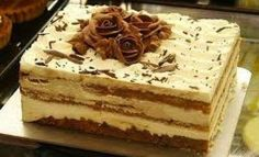 Tiramisu a popular coffee-flavored italian dessert. Italian Desserts, Just Desserts, Delicious Desserts, Yummy Food, Italian Tiramisu, Tasty, How To Make Tiramisu, Homemade Tiramisu, Bolo Tiramisu