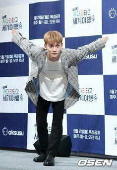 Who else though Naruto? Exo Ot12, Suho Exo, Exo Kai, Park Chanyeol, Shinee, Naruto, Kim Jong Dae, Exo Album, Xiuchen