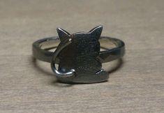 SV925 約2.2g サイズ#9 2㍉巾ツチ目リング 萩原朔太郎「月に吠える」から「猫」をモチーフにしたリングです。 サイズ直し可能ですのでお申し付けください。