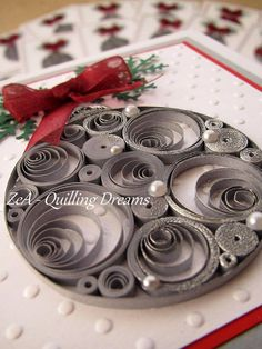 Christmas decorations in quilling technique Paper Quilling Patterns, Origami And Quilling, Quilled Paper Art, Quilling Paper Craft, Quilling Flowers, Diy Paper, Paper Crafts, Quilling Tutorial, Quilling Christmas
