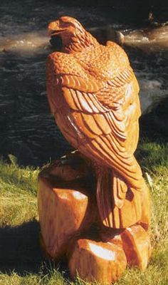 An excellent woodworking plan is kind of like having an excellent plan prior to. Chain Saw Art, Tree Carving, Wood Bird, Wood Creations, Wood Sculpture, Bald Eagle, Wood Crafts, Chainsaw Carvings, Wood Carvings