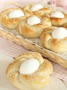 påskbröd äggbröd ägg påskägg påsk påskmat Tzatziki, Family Holiday, Bagel, Easter Bunny, Doughnut, Brunch, Baking, Desserts, Holidays