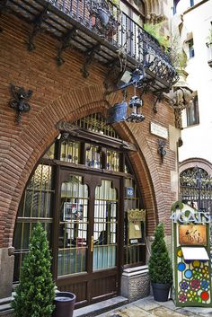 ~ Els 4 Gats Cafe, Barcelona ~ which I am detetmined to cisit next time I'm in this lovely city :D