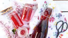 Pusťte si do kuchyně jaro naplno, a to s nádherně voňavými květy šeříku! Voss Bottle, Water Bottle, Drinks, Syrup, Drinking, Beverages, Water Flask, Water Bottles, Drink