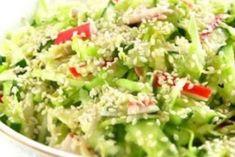 Безумно вкусный салат «Свежесть» с капустой: легкий и ароматный Queens Food, Blue Food, Cooking Recipes, Healthy Recipes, Salad Bar, Bowls, What To Cook, Food Design, Food Photo