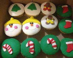 Aprende a preparar cupcakes de vainilla navideños con esta rica y fácil receta. Alistar todos los ingredientes. Batir la mantequilla y el azúcar hasta obtener una...