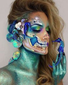 Insane Halloween Makeup Ideas to Try This Year seahorse skull Loading. Insane Halloween Makeup Ideas to Try This Year seahorse skull Halloween Karneval, Halloween Kostüm, Halloween Face Makeup, Mermaid Halloween Makeup, Halloween Costumes, Pretty Halloween, Carnival Costumes, Vintage Halloween, Fx Makeup