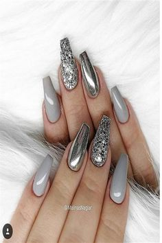 Silver Chrome nails have become more and more popular in recent years. Silver Chrome nails are the latest technology used by all fashionable women. They use some silver and metal nails to make them look like silver. Have you tried silver chrome na Grey Nail Art, Gray Nails, Cool Nail Art, Grey Art, Cute Acrylic Nails, Glitter Nail Art, Silver Acrylic Nails, Glitter Mirror, Silver Glitter Nails