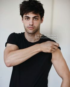 Image about love in ➰☠ Shadowhunters ☠➰ by Girl Almighty ✨ Matthew Daddario Shirtless, Mathew Daddario, Shadowhunter Alec, Matthew Bell, Fc B, Alec Lightwood, Shadow Hunters, Attractive Men, Best Actor